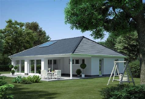 Moderne Häuser Walmdach by Winkelbungalow Modicus M3000 Heinz Heiden Bungalow