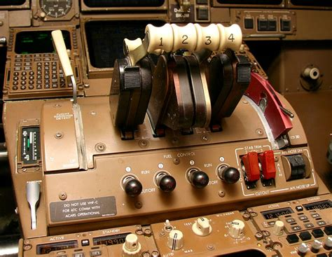 boeing  throttle supposed  control   engines