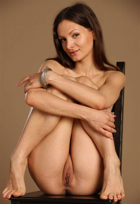 Tall And Sporty Girl Shows Her Big Shaved Pussy Russian Sexy Girls
