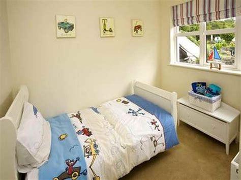 1000+ Ideas About Small Bedroom Arrangement On Pinterest