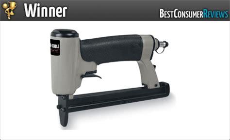Best Pneumatic Staple Gun For Upholstery by 2017 Best Staple Guns Reviews Top Staple Guns