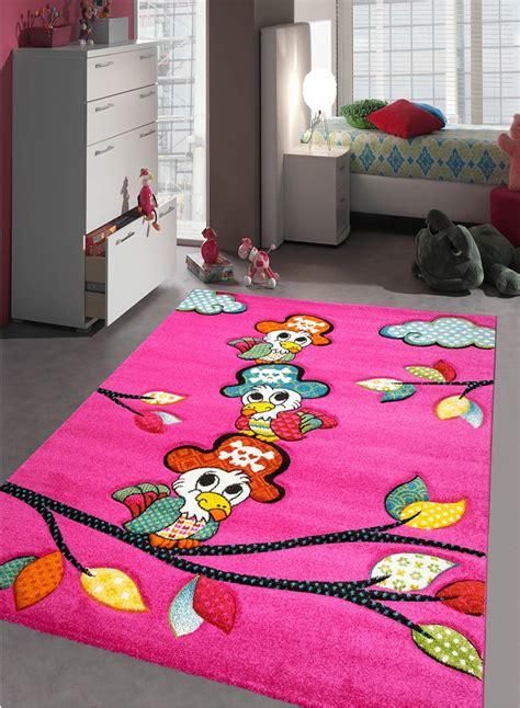 tapis de chambre fille tapis chambre enfant perroquet fuchsia de la