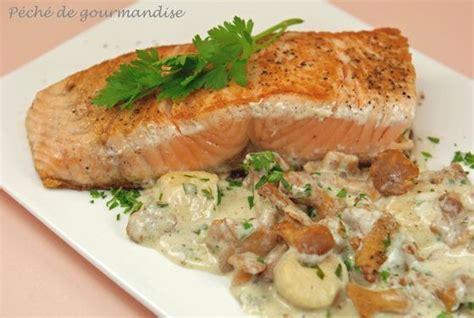 cuisiner le pavé de saumon pavés de saumon aux jacques et girolles péché de