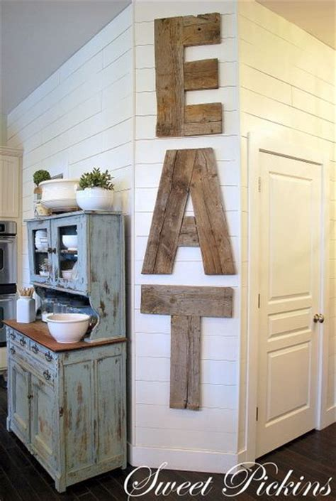 It helps get rid of the materialistic view during meal times. 40 Rustic Wall Decor DIY Ideas 2017