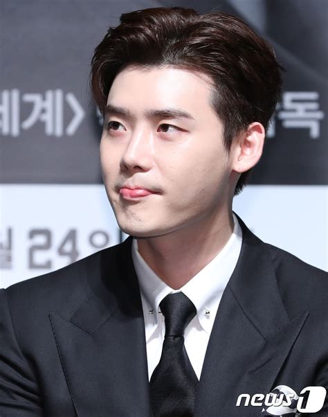 Lee Jong Suk Blames Yg For Not Being Able To Have A Fan