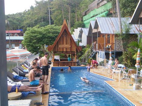 Golden Hill Bungalows In Koh Phi Phi  Best Hostel In