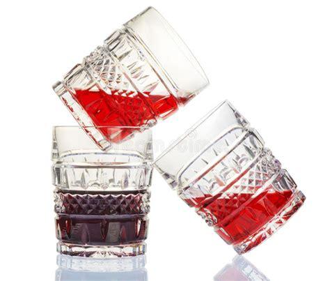 bicchieri da rosso prezzi tre bicchieri di a cristallo e rosso immagine