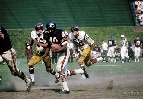 day  sports history december  gale sayers