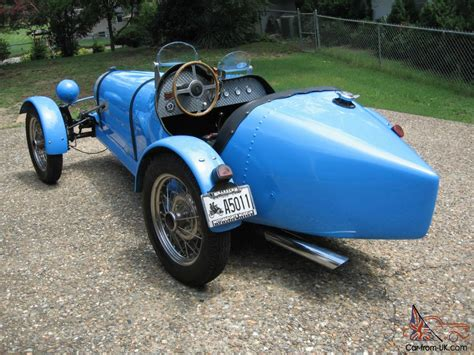 We're told only eight more of these million dollar speed machines will be built. 1926 Bugatti T37 Replica Bugatti French Racing Blue Beautiful older style kit