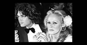 Ursula Andress et Harry Hamlin en 1979 lors du Festival de ...