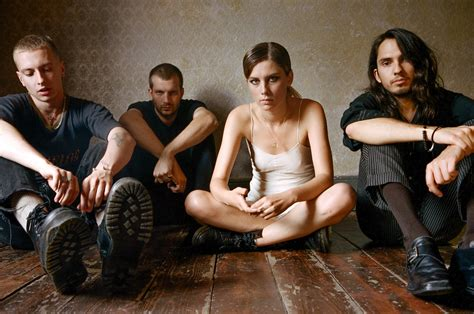 Review: Wolf Alice's 'Visions of a Life' - Rolling Stone
