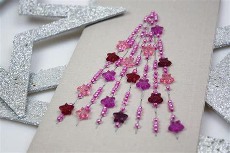 schlüsselanhänger mit perlen selber machen weihnachtskarte mit perlen basteln
