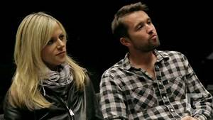 Kaitlin Olson & Rob McElhenney visit the UO campus - YouTube