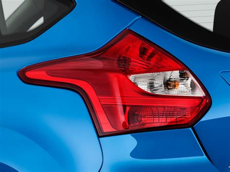 2012 ford focus lights