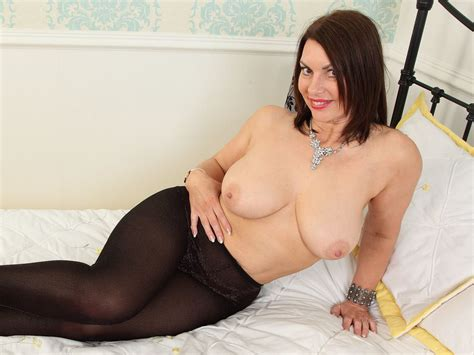 English Milf Raven Exposes Her Heavenly Body Free Porn 75