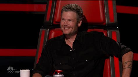 blake shelton voice blake shelton gwen stefani awkwardly avoid flirting in