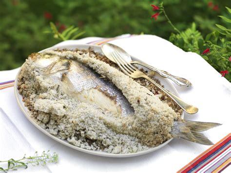 recette cuisine plancha recette bar en croûte de sel aux herbes