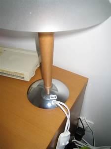Ikea Lampe De Chevet : une lampe de chevet chargeur de t l phone ~ Carolinahurricanesstore.com Idées de Décoration