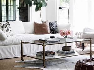 salon avec un canape blanc 12 idees deco dont s39inspirer With tapis ethnique avec faire teindre un canapé en cuir