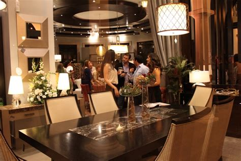 adriana hoyos abre showroom en plaza lagos la republica ec