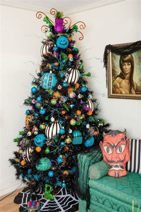 dozen ideas    decorate  black christmas tree