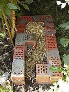 Schmetterlinge überwintern Helfen : igelhaus bauen tiere pinterest igelhaus igel und g rten ~ Frokenaadalensverden.com Haus und Dekorationen