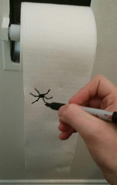 sang sur le papier toilette blague sur du papier toilettes