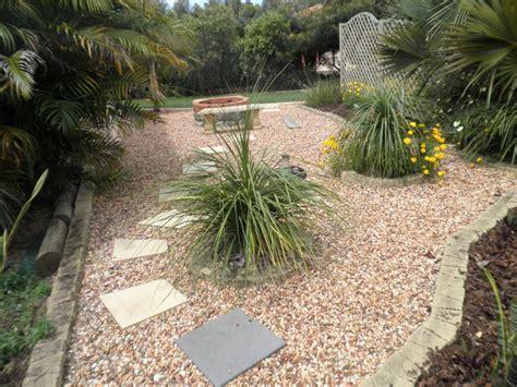 Landscaped Garden Design Using Pebbles With Vegetable