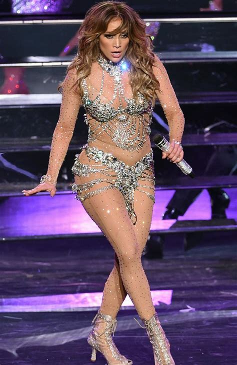 DIGEST THIS!!!: SEE VIDEO: Jennifer Lopez bares her behind ...