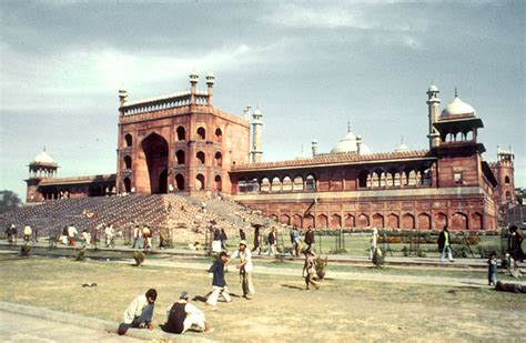 jama masjid delhi exterior view   eastern gateway
