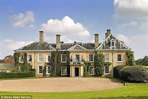 Country Mansion Liz Hurley And Shane Warne To Spend Fortune Restoring 6million Country Mansion To Its Former