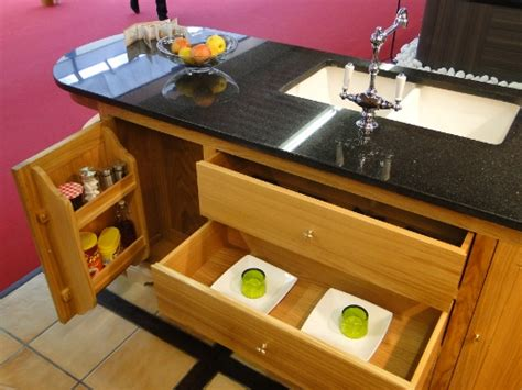 tiroir de cuisine sur mesure ilot central de cuisine en bois