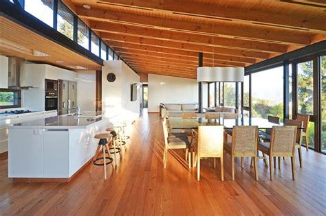 cuisine originale en bois maison originale en bois contemporaine au chili