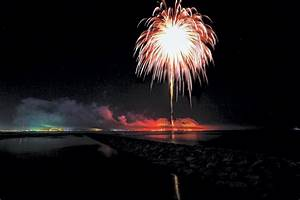 Video  Uae Launched World U2019s Largest Aerial Firework Shell