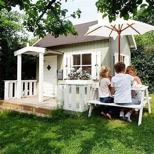 Spielhaus Holz Garten : entz ckend spielhaus holz weiss auf dem garten ~ Articles-book.com Haus und Dekorationen