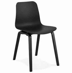 Chaise Noire Design : chaise design pacifik noire avec pieds en bois noir ~ Teatrodelosmanantiales.com Idées de Décoration
