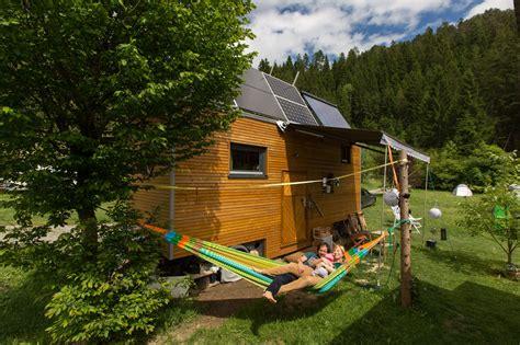 Tiny Häuser Buch by Haus Auf R 228 Dern 214 Ki Das Tiny House