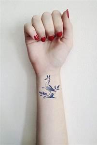 Ecriture Tatouage Femme : tatouage poignet femme oiseau tatouage 40 jolies id es ~ Melissatoandfro.com Idées de Décoration