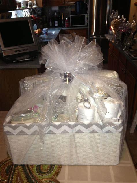 wedding shower gift basket ideas 102 best images about bridal shower gift ideas on