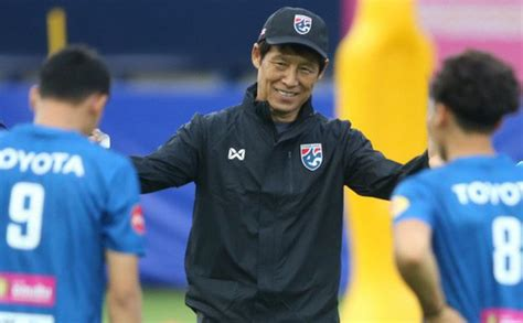 """Hiện tại, thái lan bị uae qua mặt khi có cùng 9 điểm, nhưng thua về chỉ số phụ. Sắp đụng cường địch UAE, Thái Lan """"ngó lơ"""" trận Việt Nam ..."""