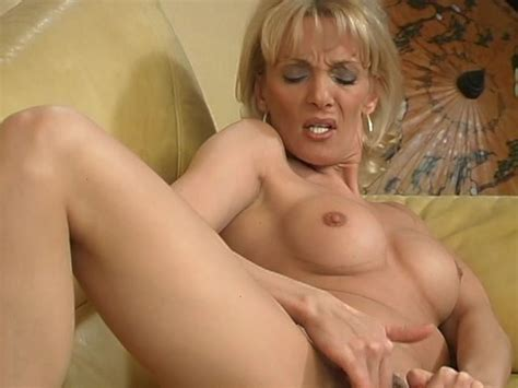 Mature Blonde Plays With Herself Free Porn Videos Youporn
