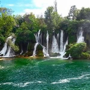 Vodi U010d Kroz Vodopad Kravice I Me U0111ugorje  Bosna I Hercegovina