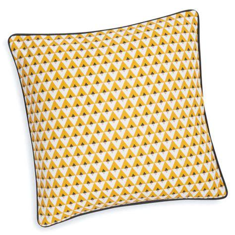housse de coussin canape 60x60 housse de coussin en coton jaune 40 x 40 cm maisons du monde