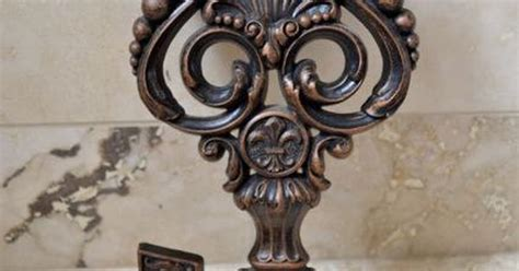 large skeleton key decorative wall hanging vintage key