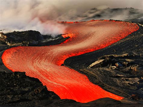 dramatic lava flow in hawaii photo 1 pictures cbs news