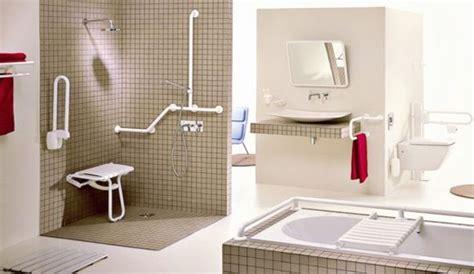 une salle de bains accessible  tous personnes agees