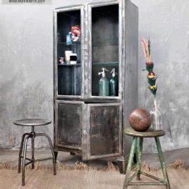Vitrinenschrank Glas Metall : vintage industriem bel und fabriklampen online und in berlin kaufen ~ Frokenaadalensverden.com Haus und Dekorationen