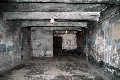 execution chambre a gaz interior of the auschwitz gas chamber krema i 2005 photos