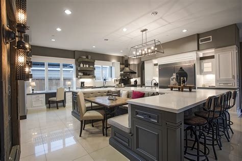 exquisite home set   rich  famous california home