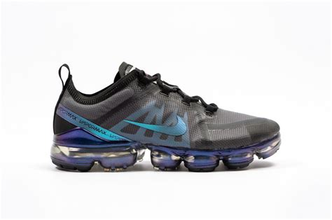 nike air vapormax  blackblue ar  foot district